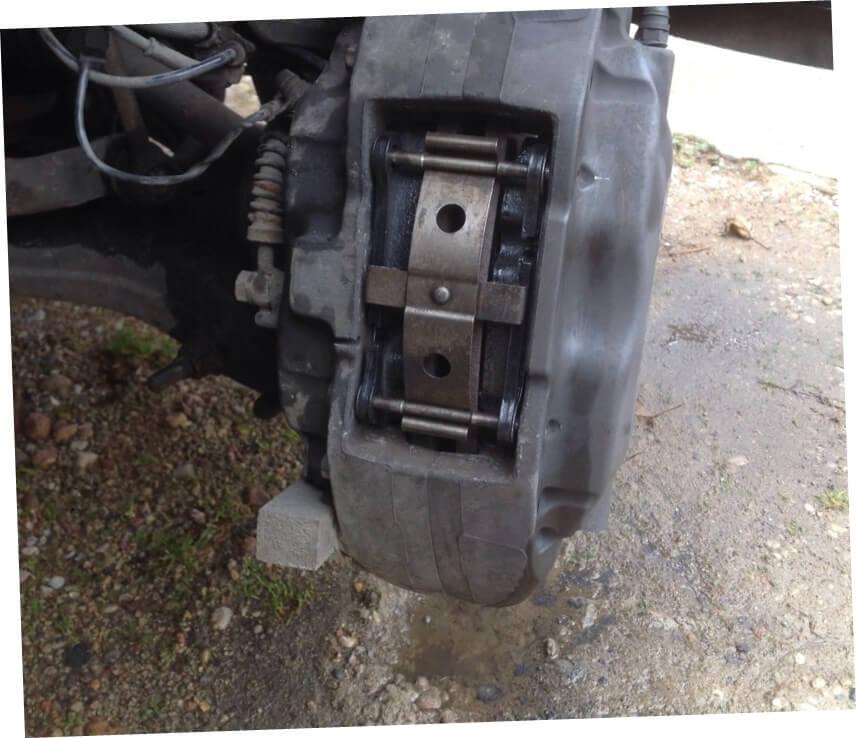 Замена колодок Range Rover производится только парами