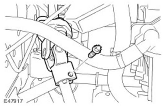 Открутите винт и отсоедините нижний вал рулевой колонки