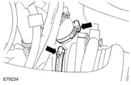 Снимите фиксаторы всех входных и выходных отверстий турбокомпрессора