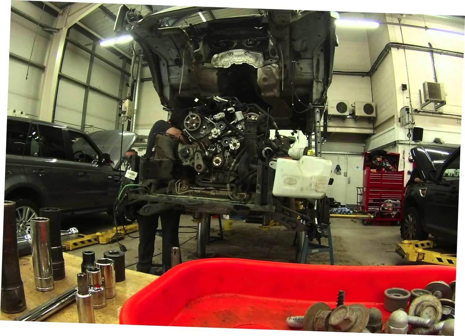 Производим замену двигателя Дискавери 3 в сервисе LR-King